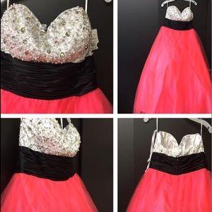 Brand new  Formal dress  $150 OBO 👗  Size 14